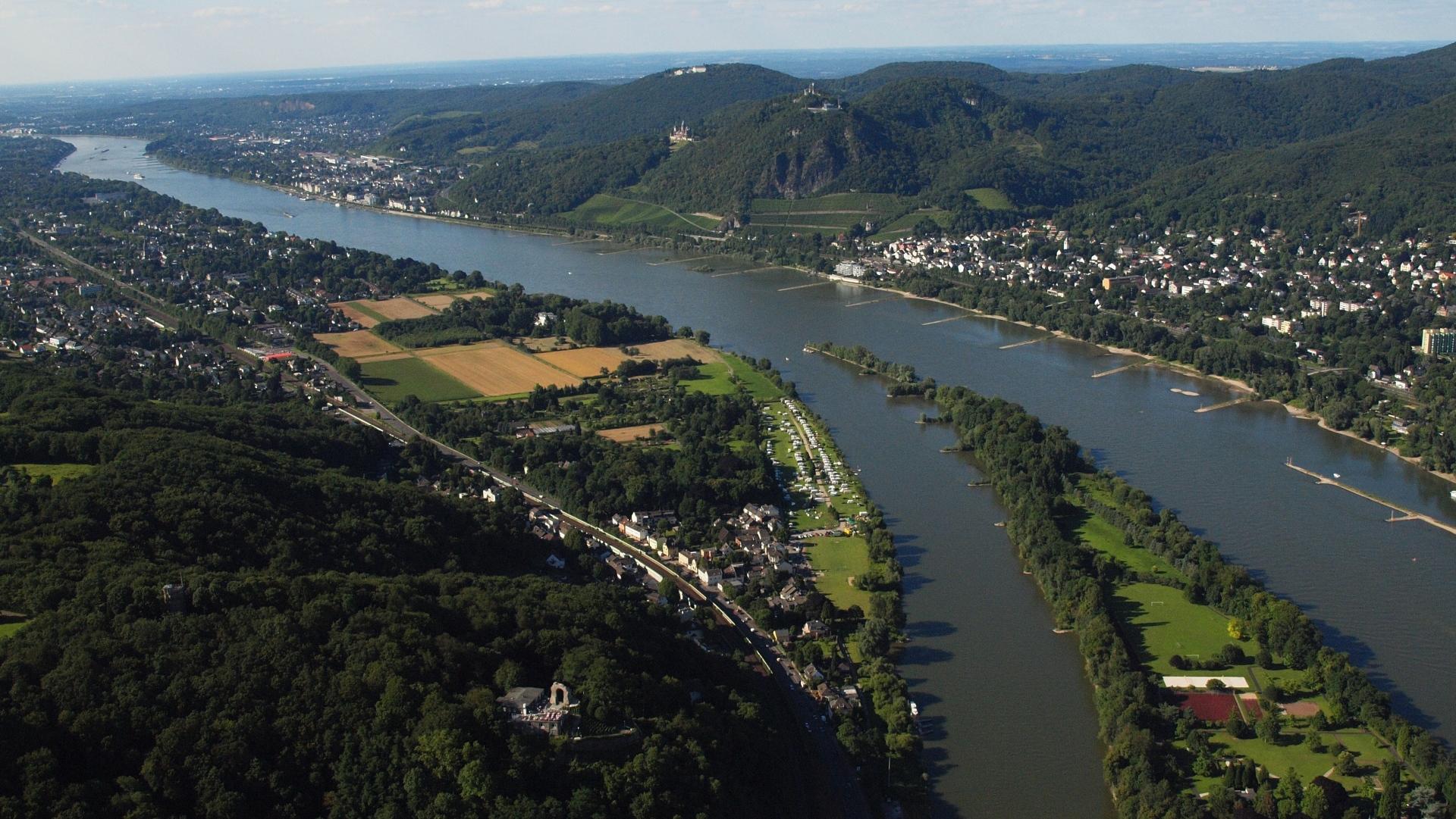 Rhein River Sieben Gebirge