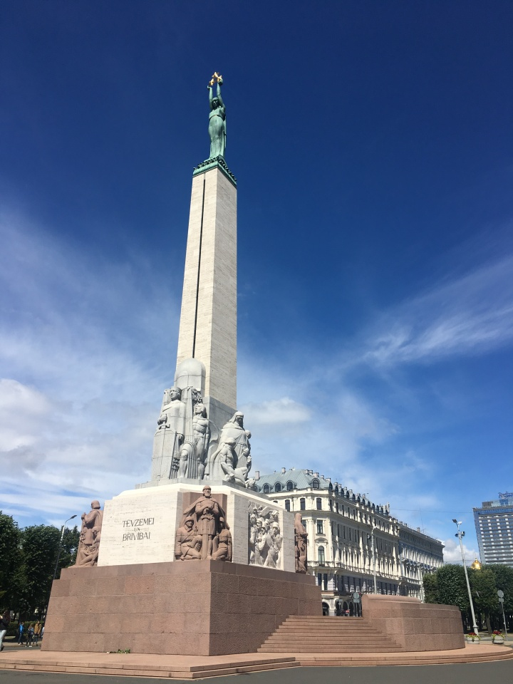 things to do in riga latvia freedom monument